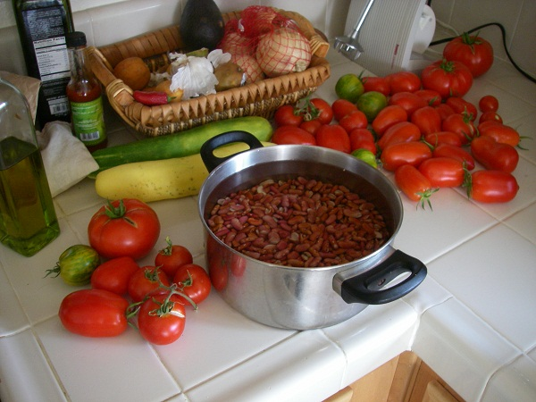 The beans in the middle are for the chili to be made tomorrow with our homegrown tomatoes and homegrown bell peppers =)